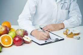 طبيبة أخصائية تغذية علاجية